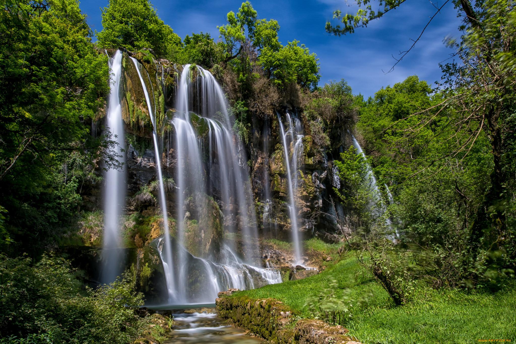 Картинка с природой и водопадом